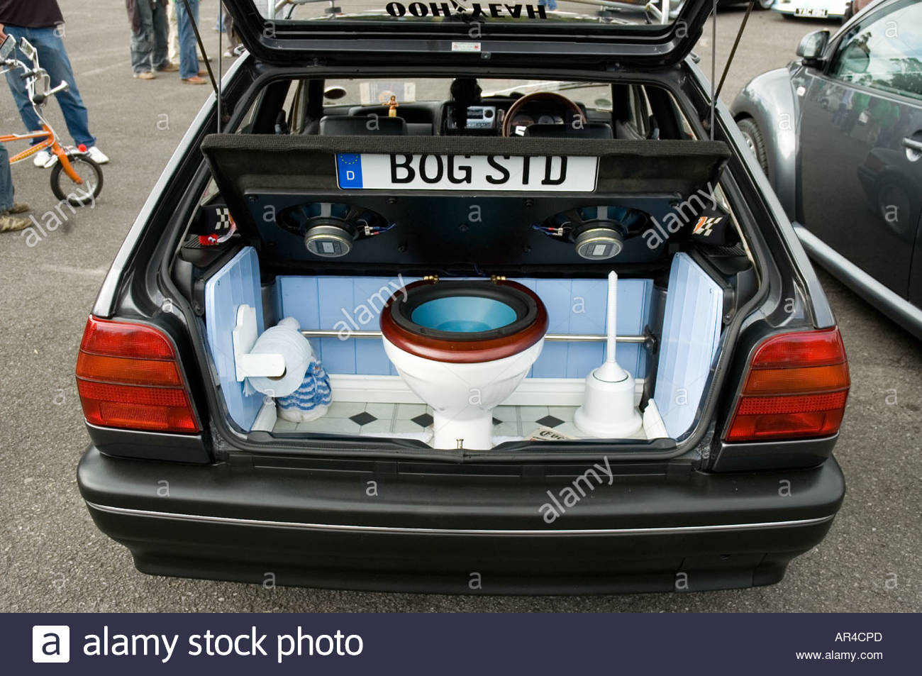 volkswagen-with-a-toilet-setup-in-the-boot-acting-as-a-speaker-bass-AR4CPD